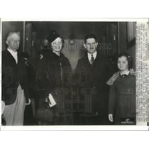 Wire Photo Members of the Robles family; Bernabe, Helen, Fernando & June witne