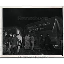 1941 Press Photo General Motors' Mobile Show debuts for soldiers at Camp Dix, NJ