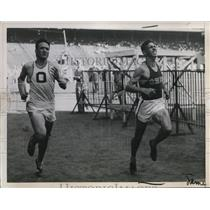 1928 Press Photo Lester Eisenhart & William Leigh at National AAU track mmet