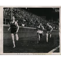 1939 Press Photo Penn Relays A miller of Maryland, Hampton 2nd in Class B race