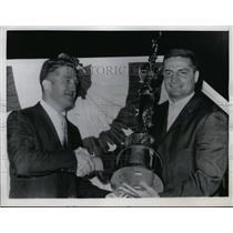 1961 Press Photo Murray Olderman of Football Writers Asn & trophy to Jim Leo