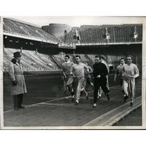 1938 Press Photo Penn Lawson Robertson & team at Franklin Field practice