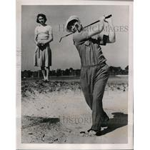 1940 Press Photo Jake Powell of NY Yankees golfing at St Petersburg Florida