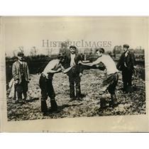 1928 Press Photo Barefist fighting at Turf Moors at Somerset England - nes39404