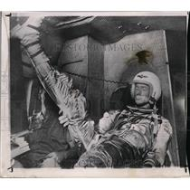 1962 Press Photo Astronaut Scott Carpenter on helicopter after Atlantic rescue