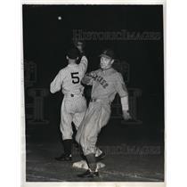 1937 Press Photo Newark Bears vs Dee Moore of Syracuse Chiefs - nes41089