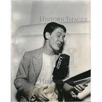 1941 Press Photo Burgess Meredith as Narrator for The Free Company Present.