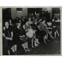 1936 Press Photo Eighty Women At City Council Chamber In Pleasantville