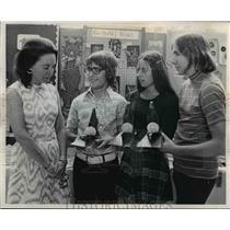 1973 Press Photo L - R; Iris Vail, Charles Hakaim, Kath Flack and John Gardis
