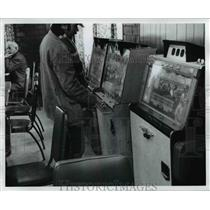1973 Press Photo Playing slots in Belmont County, St. Clairsville Ohio