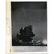 1960 Wire Photo Leonard Bacon of the Gregonian catches the giant U.S. balloon