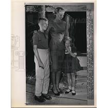 1962 Wire Photo Walter M.Schirra's Family Posed Outside Their Houston Home