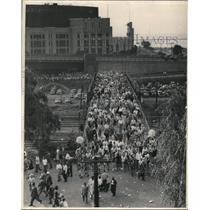 1948 Press Photo Baseball Crowd coming from stadium across the Footbridge.