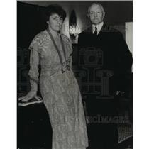 1933 Press Photo General Pershing with hostess, Mrs. Isabella Greenway