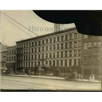 1925 Press Photo The American House at West 6th Street & Superior Avenue