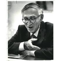 1983 Press Photo Aaron Klug, Nobel Laureate at Case Western Reserve University