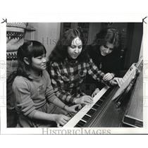 1985 Press Photo Kim Klaber Camobosian Girl sdopted by Klabers Family.