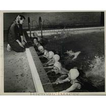 1948 Press Photo Dolphin Cub swimmers at St Clair pool Cleveland, Mrs I Formato