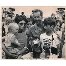 1971 Press Photo The soap box derby winner, Mr. and Mrs. Robert Zoller