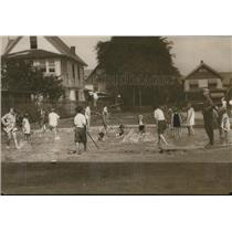 1929 Press Photo The children enjoy the West Tech School playground's pool