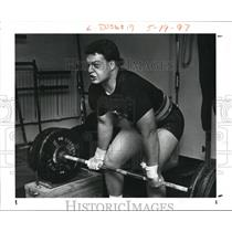 1989 Press Photo Weightlifter Rich Auler works out at Blacks Gym. - cva93994