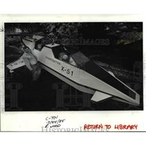 1985 Press Photo Jerry Carson Shows Off his Starfighter - orb76479