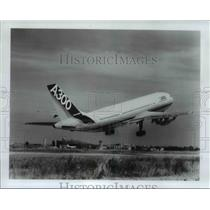 1982 Press Photo The Airbus A300 before take-off - orb25914