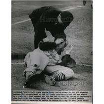 1951 Press Photo Umpire Jocko Conlan aids Cardinals Red Schoendeinst - nes41765