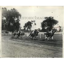 1930 Press Photo Brookline MA race start Mypoia & Alchemist lead the pack