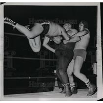 1952 Press Photo Wrestlers Masked Assassin, Tonina Jackson & Exotic Lalo