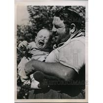 1938 Press Photo Wrrestler Man Mountain Dean & a baby in Decatur Georgia
