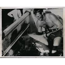 1936 Press Photo Capt Earl Montgomery & a shark at a Miami Florida pool show