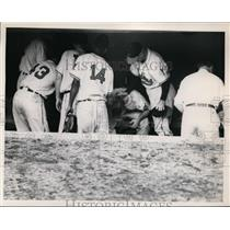 1949 Press Photo Cleveland Indians McKechnie, Hegans & Doby after game win
