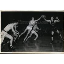 1941 Press Photo Bob Miller of Ohio U vs Bill Holzman of City College NY