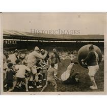 1930 Press Photo Game of push ball team of fat men vs 8 yr olds in Paris