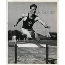 1938 Press Photo Earl Vickery in low hurdles for University of Southern CA