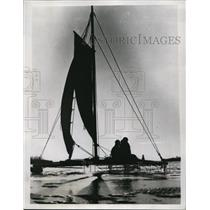 1934 Press Photo Iceboating on Ottawa River in Quebec Canada - nes44741