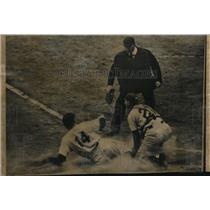 1950 Press Photo Yankee Gene Woodling slides home in World Series vs Phils