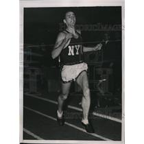 1941 Press Photo Leslie MacMitchell NYU track miler in 4:10.7 at Boston MA
