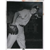 1950 Press Photo Gene Bearden on the Washington Senators - cvs01445