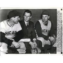 1941 Press Photo Louie Stringer Billy Herman and Jimmy Wilson Chicago Cubs MLB