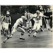 1972 Press Photo Browns Billy Anderson Makes Interception, Rick Kingrea Watches