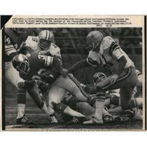 1975 Press Photo Vikings Brent McClannahan vs Cowboys Charlie Waters - nes45115