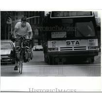 1991 Press Photo Cyclist Paul Wolsfeld began a three year tour of US companies