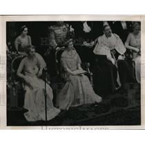 1939 Press Photo Lady Cholmondeley Queen Elizabeth Lord Mayor of London at Party