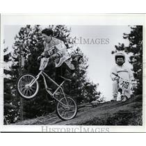 1993 Press Photo Joe Poe gets airborne on his bike while Nathan Wount watch