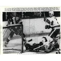 1978 Press Photo Canucks Thomas Gradin vs Red Wings Rogie Vachon