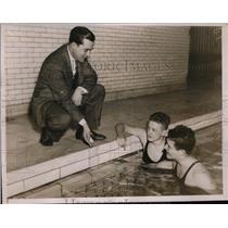 1936 Press Photo Yale swim coach Duke Wyre with John Macionis, Norbis Hoyt