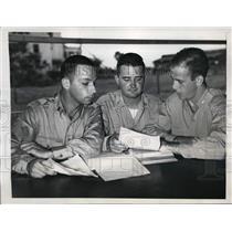 1945 Press Photo Lt William Lender, Lt Stephen Martin, Lt James Blackburn Jr
