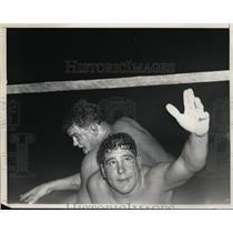 1937 Press Photo Vincent Lopez versus Dean Detton in wrestling match - nes46509